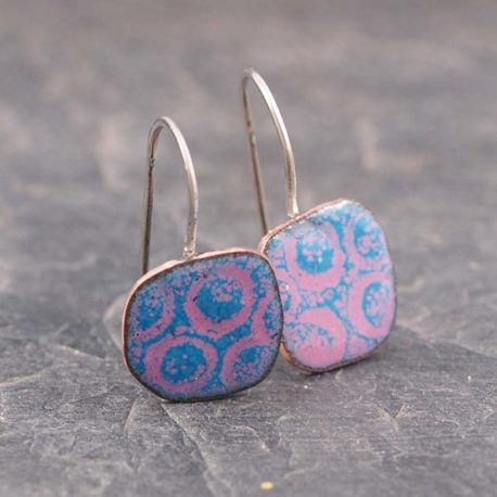 circles enamel earrings in pink and blue