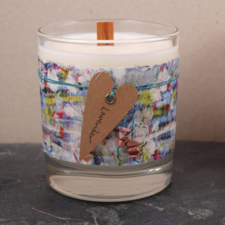 A 100% natural soy wax candle which has been handpoured into a 30ml glass and decorated with a piece of the famous liberty tana lawn fabrics.  The scent I have chosen to match this fabric is Sea Mist, a fresh and uplifting fragrance suitable for any room in the house. The wood wick creates a gentle crackling sound similar to that of a log fire.  A beautiful gift idea ready packaged to give. A heart shaped tag has been attached with waxd linen cord to write your own special messsage or just leave as an additional decoration.