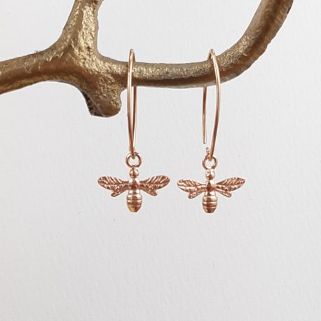 Honey for the Bee that's you for me! Little rose gold honey bees on a shaped drop ear wire creates a warm summery earring. The drop of the earring is around 4cm.