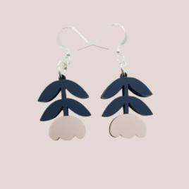 Mia – Scandinavian folk inspired flower drop earrings pale pink